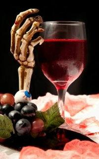 Squelette et verre de vin