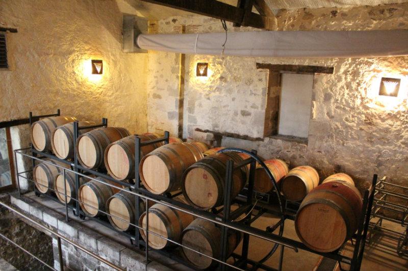 Une partie du chai du Château de Gensac