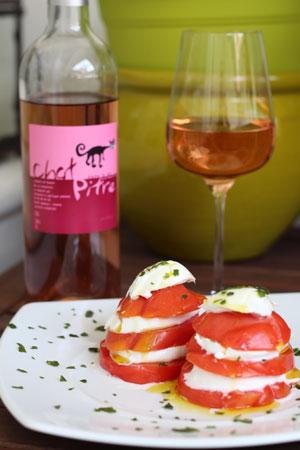 Rosé-Chat-Pitre-Tomates-Mozzarella