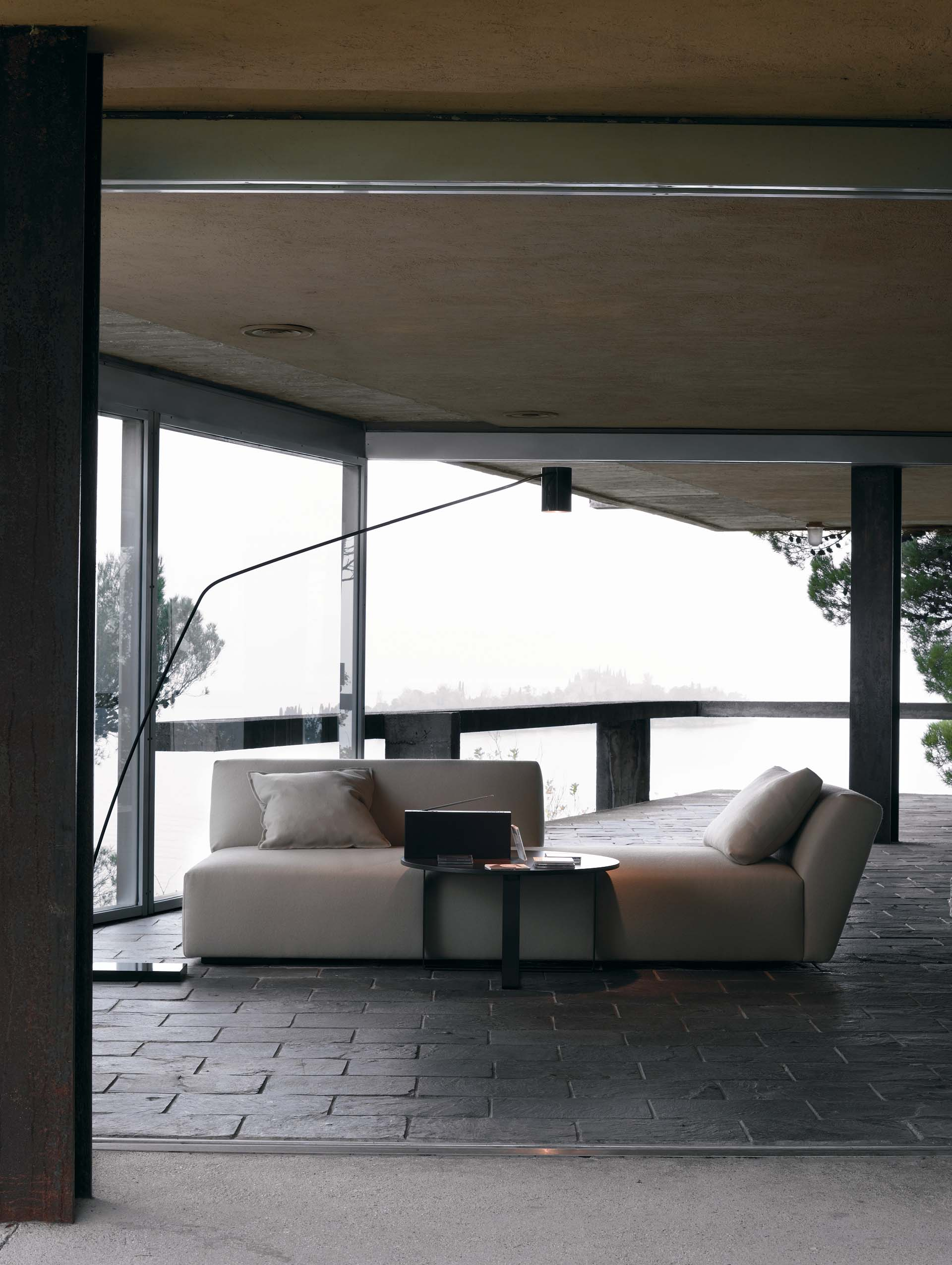 Itaca  Verzelloni  Informal sofa with an essential and