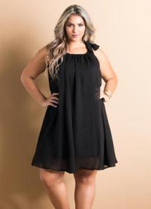 vestido fluido preto plus size