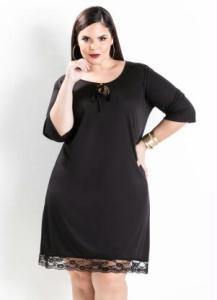 vestido fluido renda na barra preto plus size