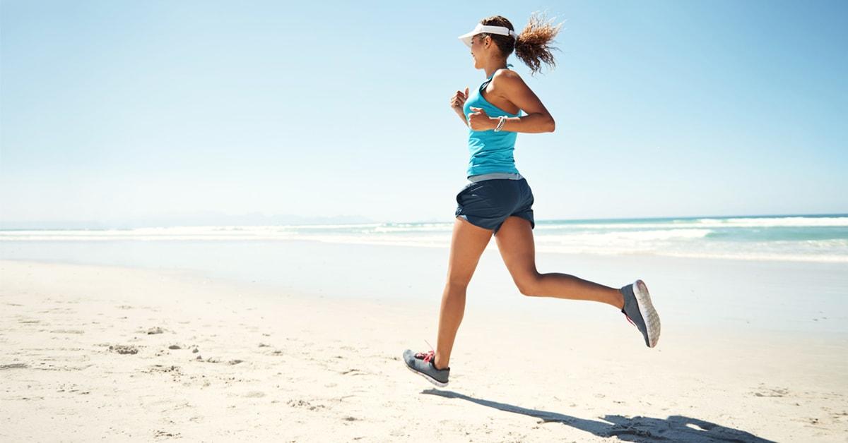 Scarpe per correre sulla sabbia: le migliori per la corsa in riva al mare