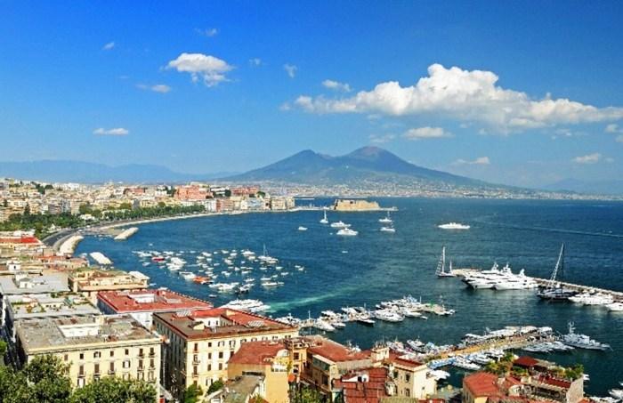 Napoli o la odi o la ami un motivo per andare via e uno