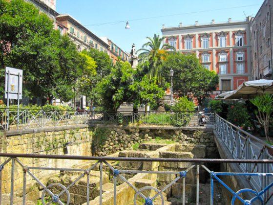 piazza bellini napoli mura greche