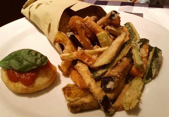 O cuoppo napulitano verdure fritte croccanti e deliziose