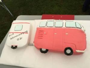 Det hører skikkelig kake til et jubileumstreff. ( Foto Lisbeth Falling)