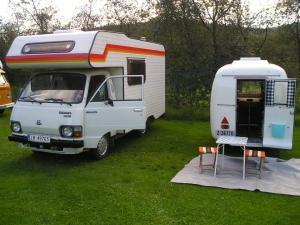 Toyota Hiace campingbil 1984 mod og Mkp Petit 1963 mod