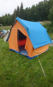 Fikk endelig satt opp et par gamle telt vi fikk i fjor høst. Det ene var som nytt. Det andre var ikke brukt på en stund.