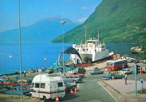 Kinsarvik, med fergen Kvinnherad.
