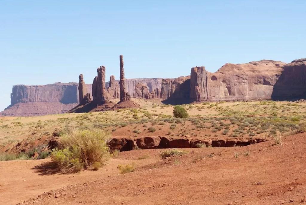 Met de Mustang op en neer door stoffig en hobbelig Monument Valley