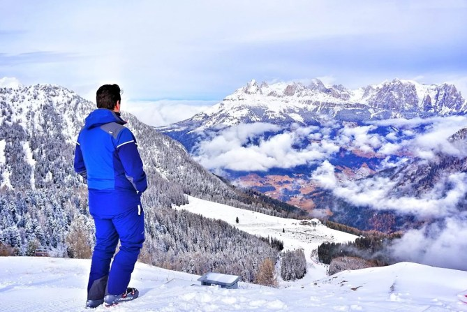 Ski-outfit te verkrijgen bij Decathlon.