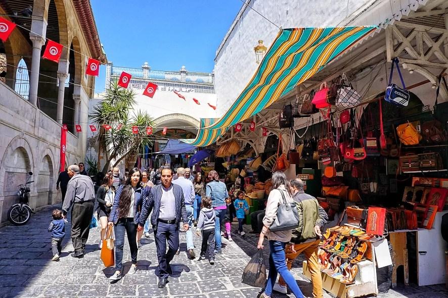 Medina Sousse Tunesië verkopers kleding kleur