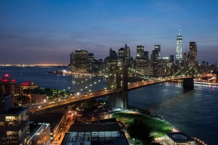 Wandelen op Brooklyn Bridge