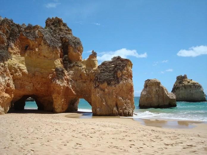 algarne in portugal rotsen