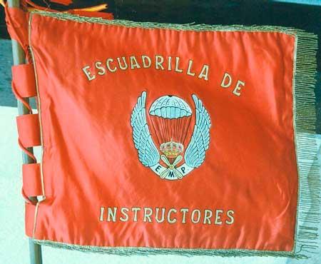 Escuadrilla de instructores paracaidistas de la EMPMP