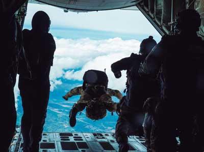 Ejercicio Lone Paratrooper del GEO