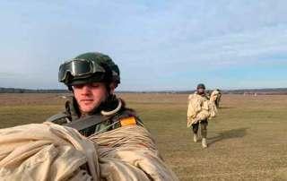 recien toma de tierra . Curso paracaidista EPA en Ukrania. VetPac