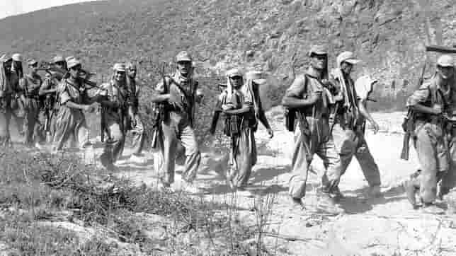 Soldados de patrulla en Ifni