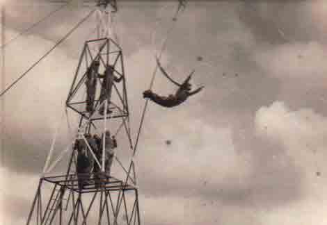 Torre entrenamiento paracaidista Base Alcantarilla