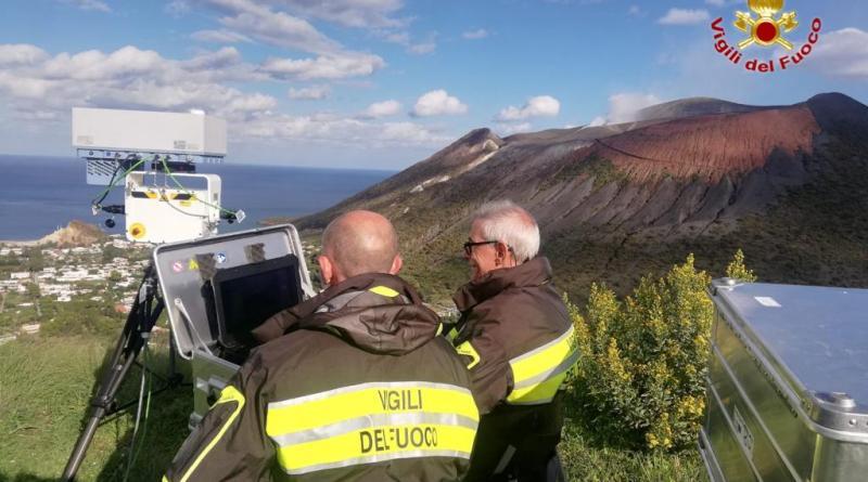 Vulcano, le attività di monitoraggio delle emissioni dei Vigili del Fuoco nell'isola