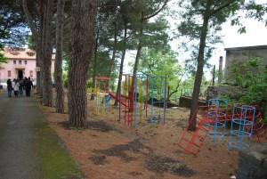 La foto mostra i giochi per bambini presenti in vEyes Land