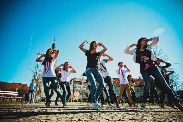 Mädchen-Tanzen [al]
