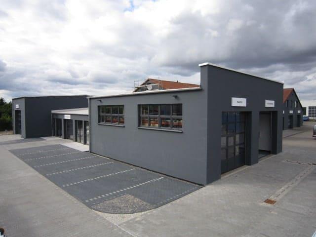 Mehr Möglichkeiten im modern erweiterten Firmengebäude
