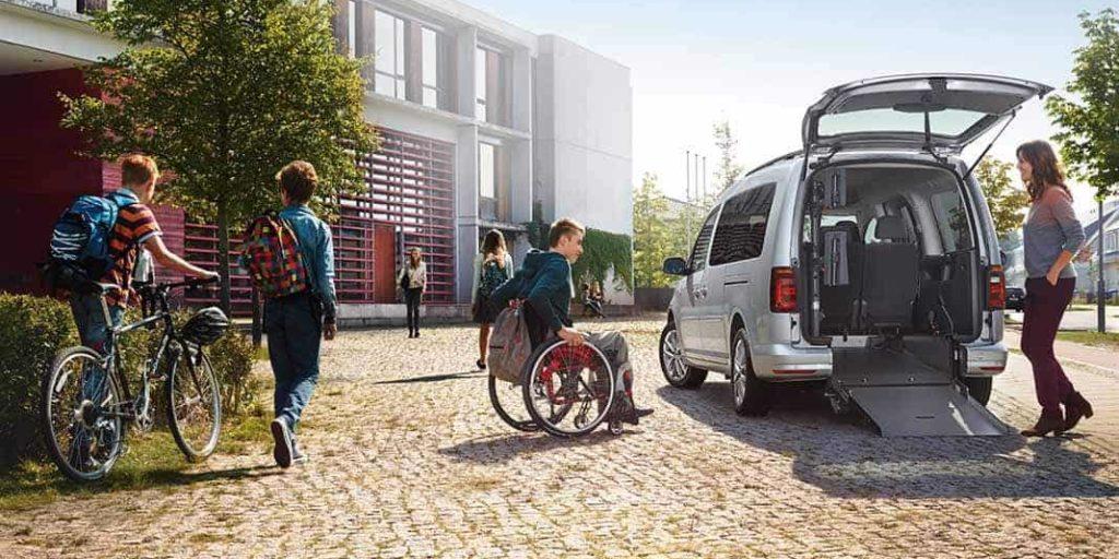 Heckausschnitt zum leichten Rollstuhltransport