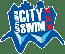 Wethouder Lavinja Sleeuwenhoek zwemt de Amsterdam City Swim