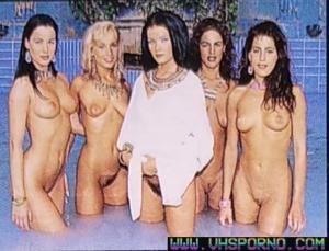 Tania Russof et ses copines de bains