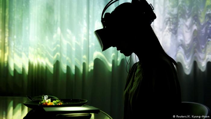This restaurant serves dinner with a side of virtual reality