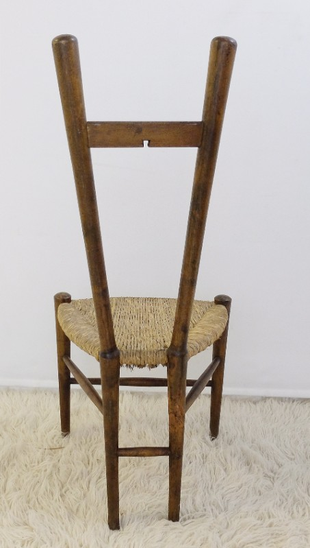 Wooden and straw chair with triangular seat  Chair