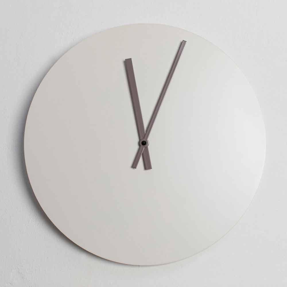 orologio da parete quadrato kubo è formata da cinque elementi che possono essere applicati a piacere sulla parete. Wall Clock In Colored Wood And Modern Round Design