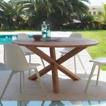 Outdoor Dining Table Of Mahogany Wood Bridge