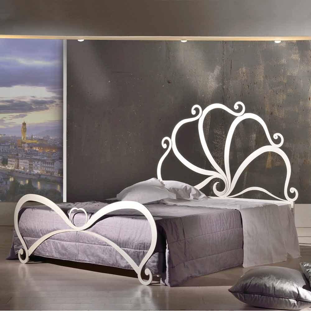 Letto matrimoniale di design in ferro con decori in cristallo Eden