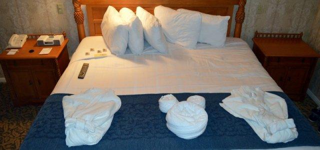 A cama e seus detalhes.