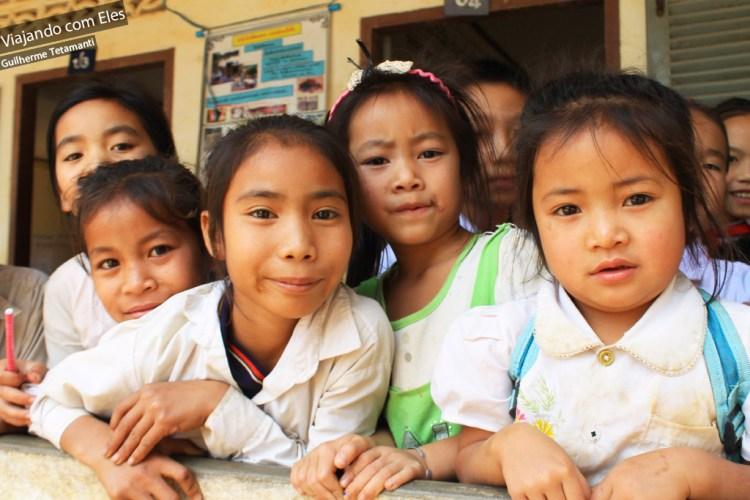 Uma escola no interior de Laos.
