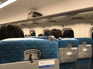 Bagageiro no Shinkansen, no Japáo