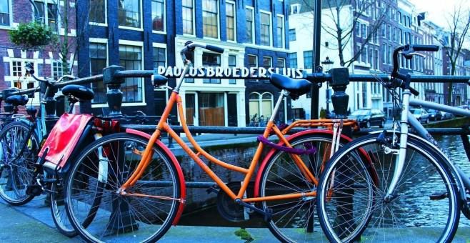 Visitare Amsterdam in bici con soli 13€, ecco come