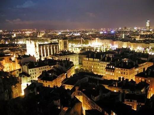 Bon weekend  Lyon a Lione dormi due notti al prezzo di una  Viaggi Low Cost