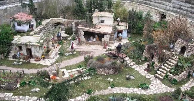 Lecce: città dei presepi in pietra e cartapesta