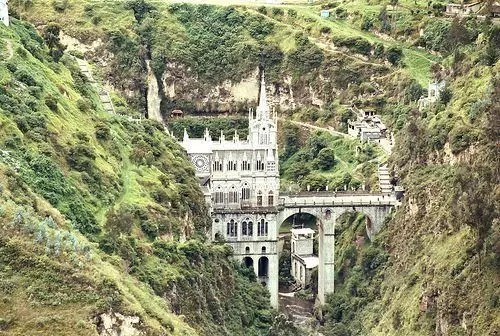 Santurio di Las Lajas nel sud della Colombia
