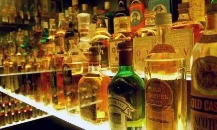 Niente più alcolici sui voli russi, scopri il perché