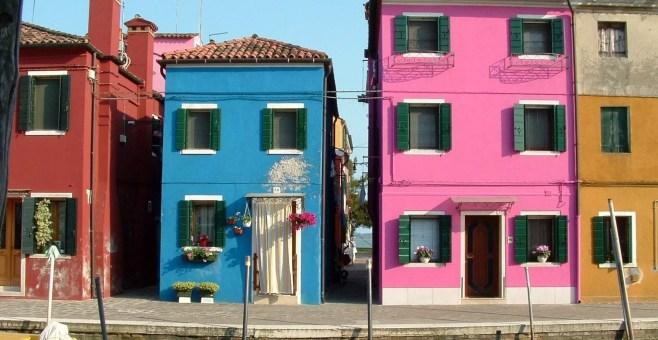 Isola di Burano a Venezia merletto e case colorate
