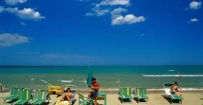 Lettino e ombrellone a ore, in spiaggia a Riccione
