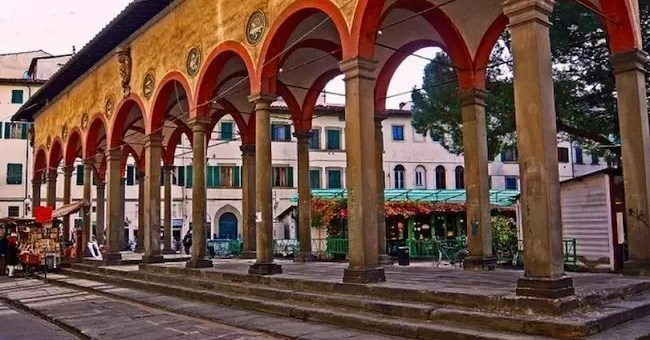 Girando a Firenze come una turista, verso la loggia del pesce