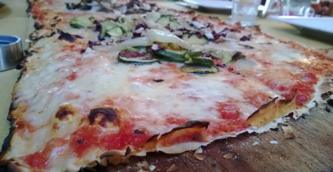 Pizza al metro all'Osteria, a Rimini