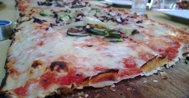 Pizza al metro all'Osteria, a Rimini
