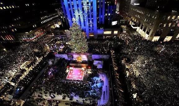 New York, accensione alberi di Natale